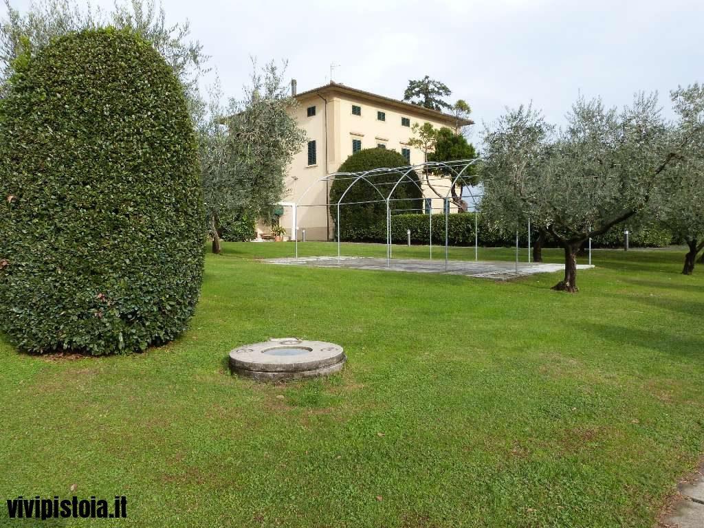 Giardino con villa