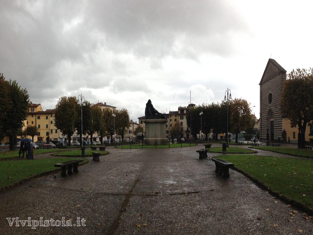 Vista della Piazza in direzione Est.