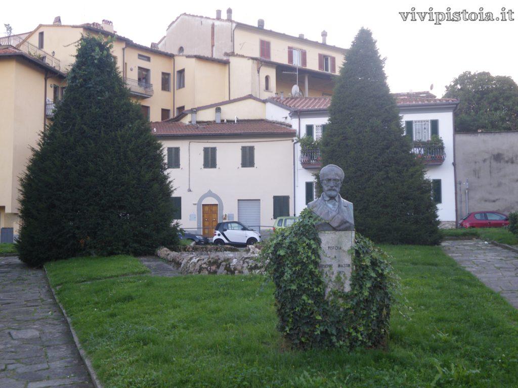 Monumento Piazza del Carmine