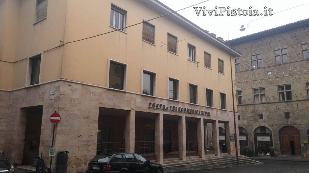 Palazzo delle poste da via Roma