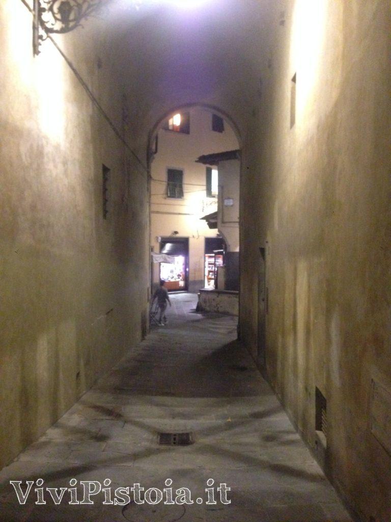 Vialetto verso Piazzetta Romana Pistoia