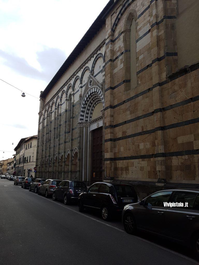 Veduta laterale della chiesa