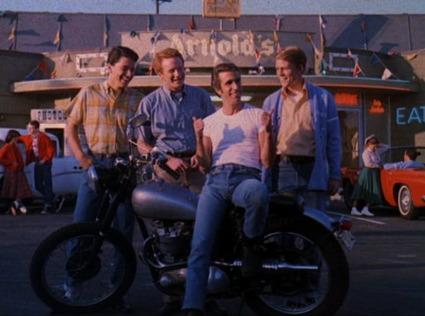 """Arnold's e i protagonisti della serie """"Happy Days"""""""