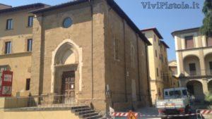 facciata frontale e laterale della chiesa del Tau