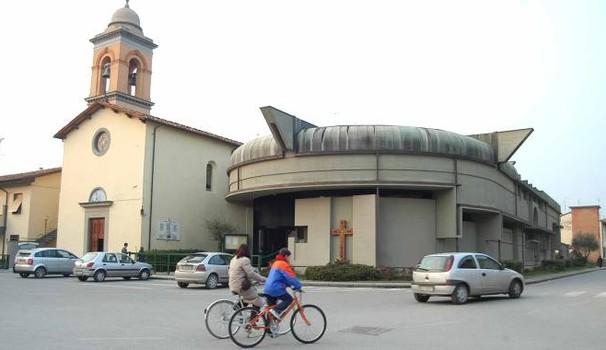 Esterno chiesa vista sulla strada