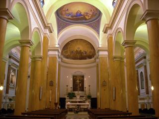 L'interno della parrocchia