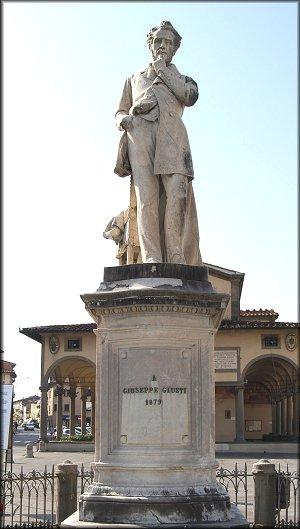 Monumento a Giuseppe Giusti