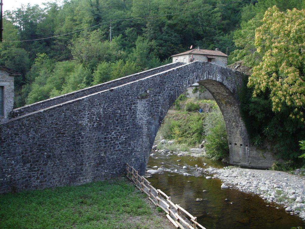 Ponte di Castruccio Castracani e le antiche dogane