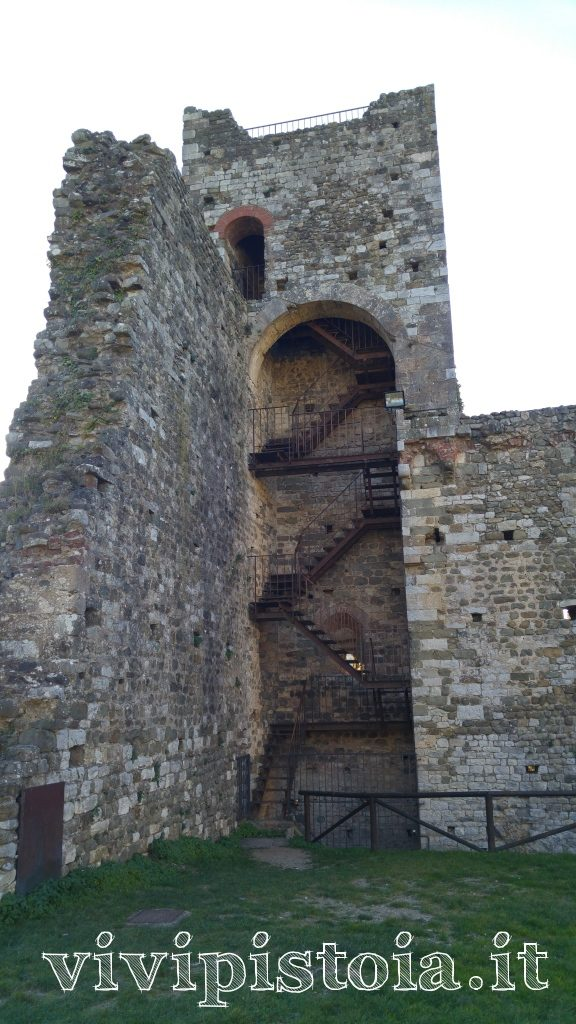 scale per accedere all'apice della cinta muraria