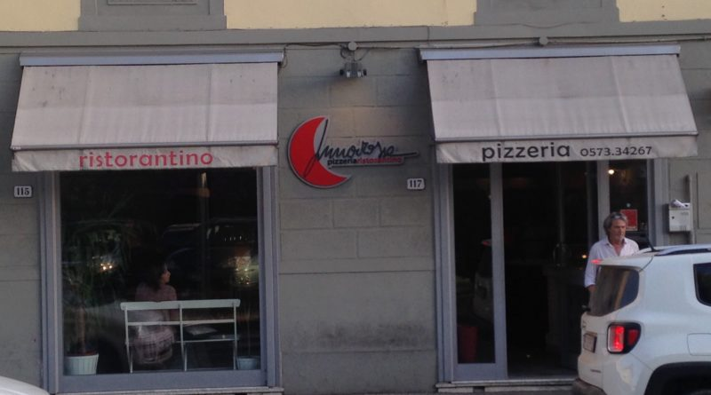 esterno pizzera ristorantino Luna Rossa