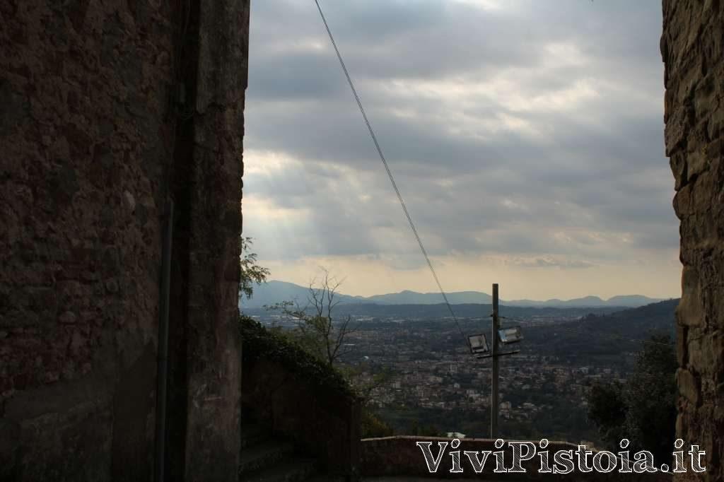 vallata della valdinievole vista dalla torre dell'orologio